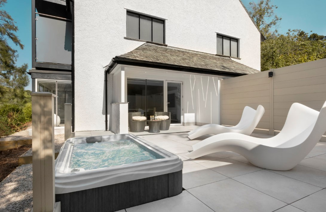 New Infinity Spa Suite and Hot Tub in Windermere
